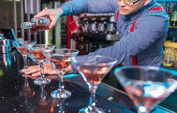 Sales people need to act like personal trainers, not bartenders
